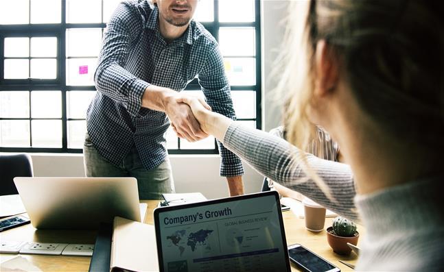 Pospešite svojo kariero z Microsoft 365 učnimi potmi